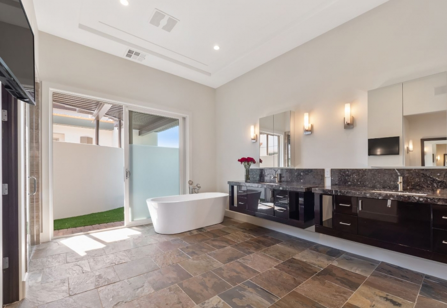 14 Midnight Ridge Drive | MASTER BATH WITH SIDE YARD ACCESS