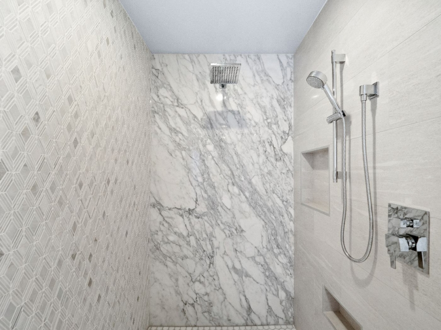 1820 Glenview Drive | MASTER SHOWER
