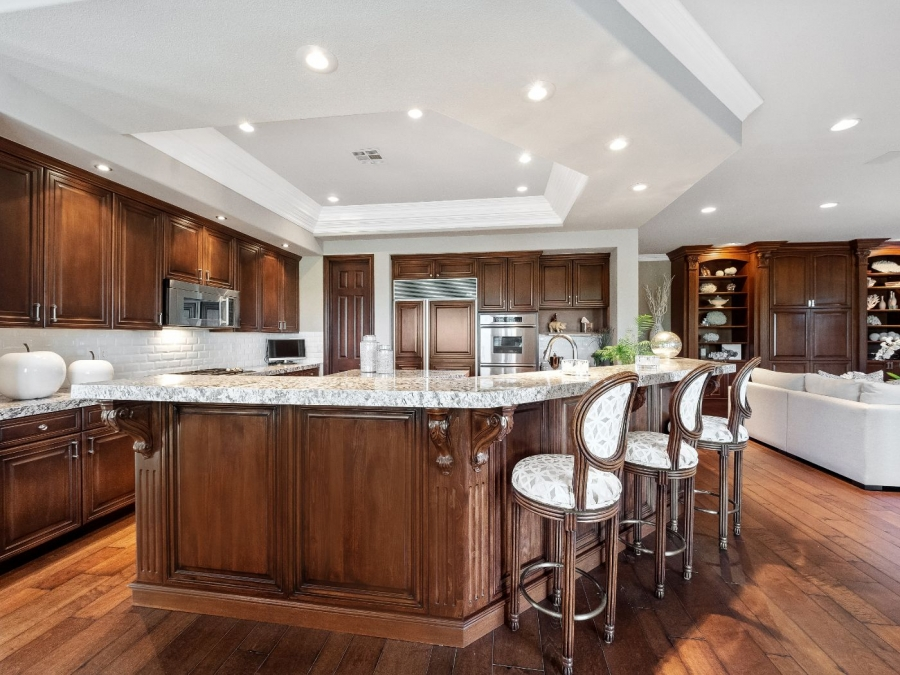 1820 Glenview Drive | MASTERFUL KITCHEN