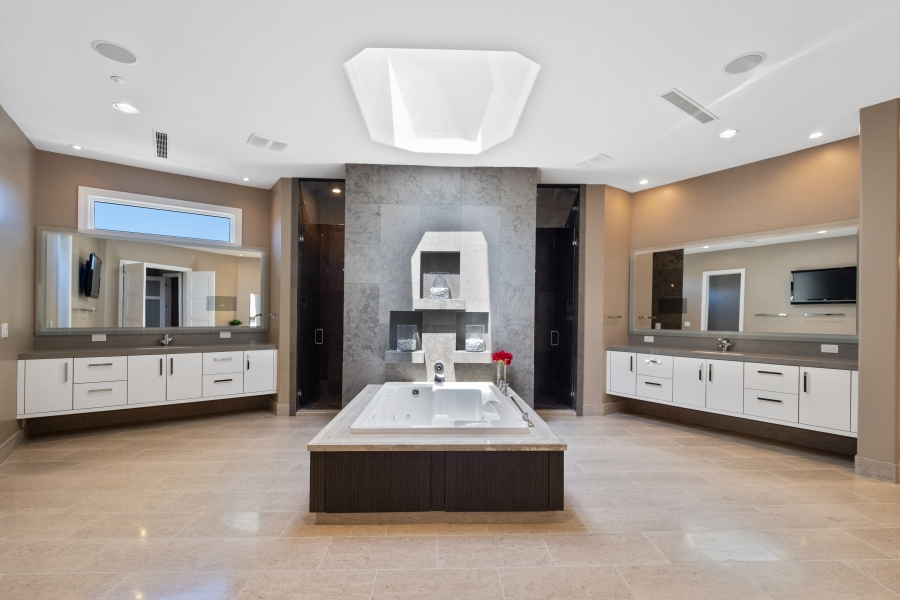 587 St Croix Street | Upstairs Master Spa