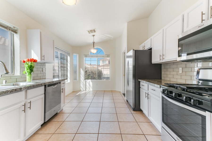 7629 Buckskin Avenue | AN EFFORTLESS COOKING EXPERIENCE